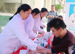 润和公益行动月:让环都路社区居民家门口免费看病